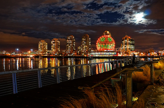 totororo-rorovancouver-science-world-halloween-themesony-alpha-bc-canada-greater-vancouver-mirrorless-nex-nex-6-selp1650-16-50mm-retractable