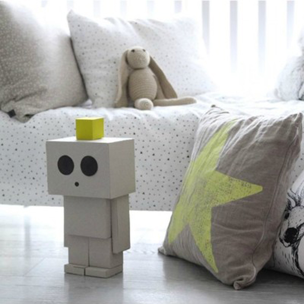 we-love-cardboard-toys-and-this-robot-from-ooh-noo-is-no-exception